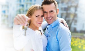 Help to Buy with Hodson Developments couple with keys