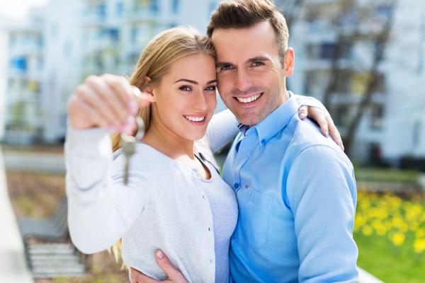 Couple holding keys Help to Buy with Hodson Developments new build home